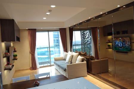 FAST TRANSIT Gold Coast apartment no hassle! ROOM2