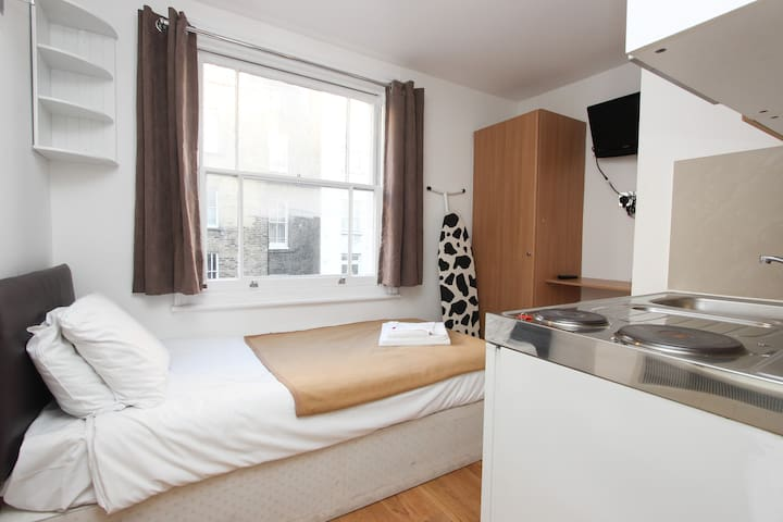 Affordable Single Studio Next to Hyde Park H201