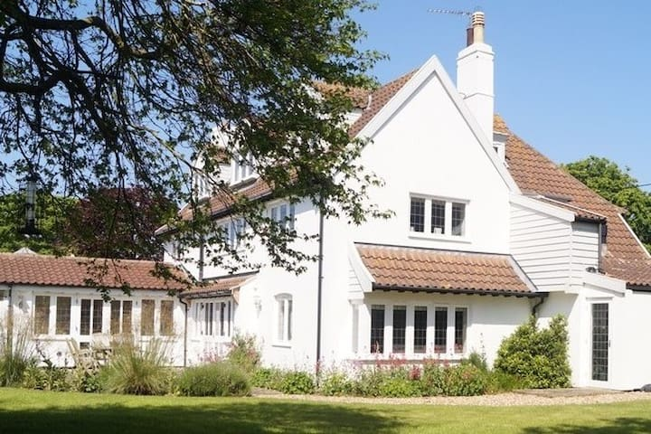 SOUTHWOLD: FABULOUS 5* FAMILY HOUSE IN WALBERSWICK
