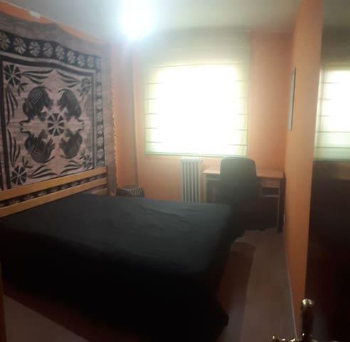 Habitación cama 135cm en piso compartido