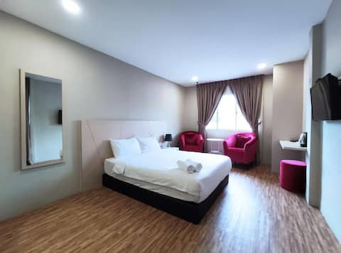Marvelous Deluxe Room at Princess Hotel Pontian