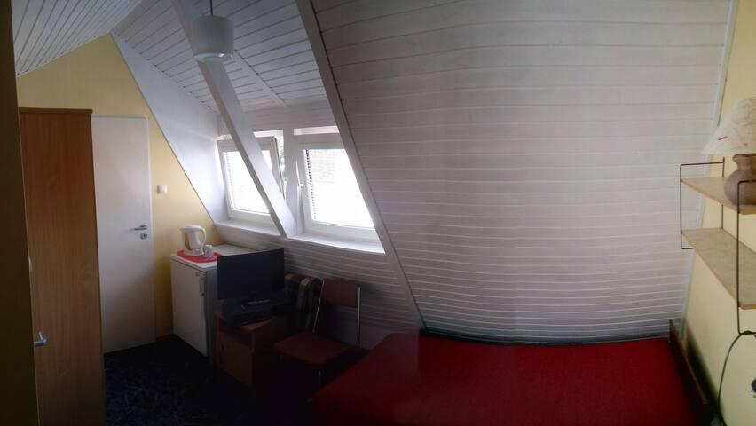 Cichy pokój nr5 - 10 min do plaży.