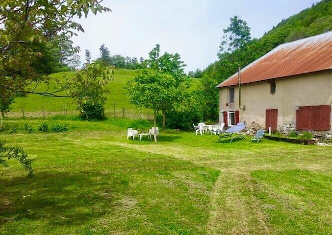 A  piece of paradise - Les Planches-en-Montagne - Rumah