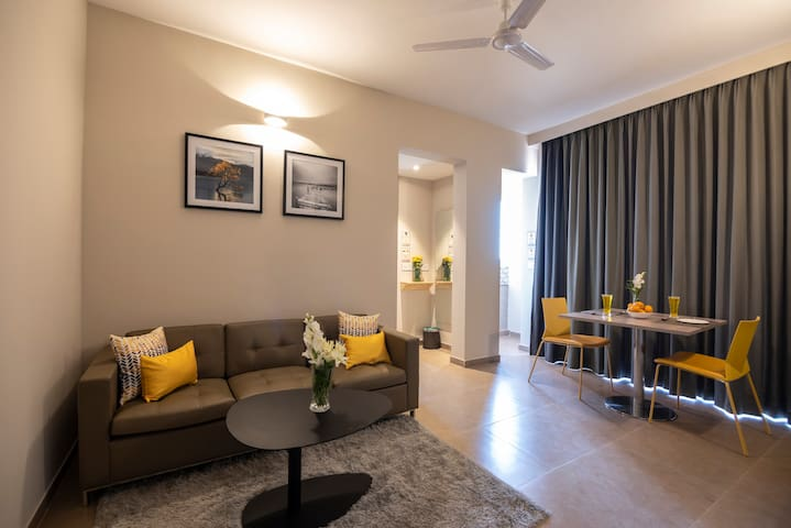 The suites include a spacious living room with plush furniture and a private balcony that overlooks the thriving metropolis of Bangalore city and is the perfect place to sit out and relax.