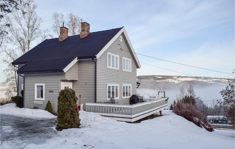 Holiday cottage with 3 bedrooms on 223m² in Vestsida