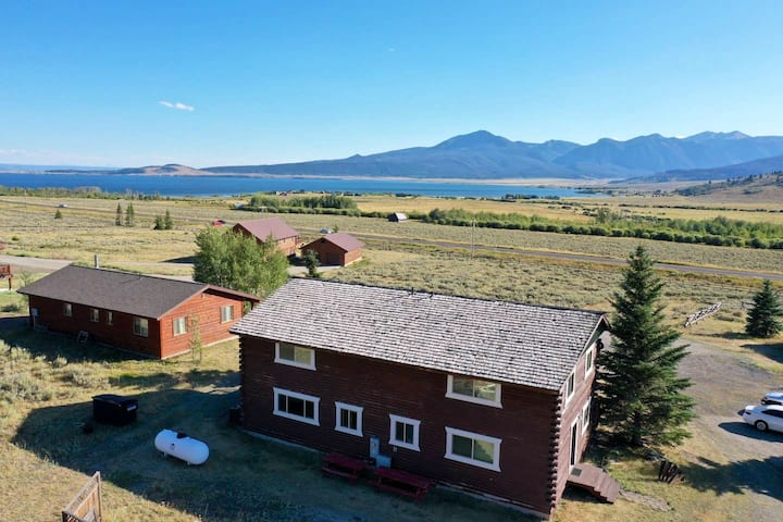 Yellowstone Cabin | WiFi | Large Family Space