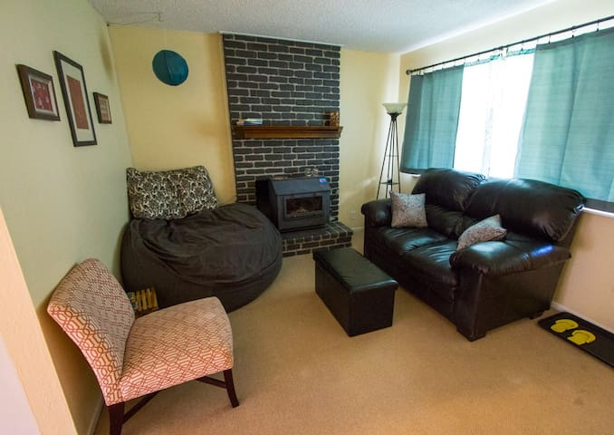 Private room, great central location!!