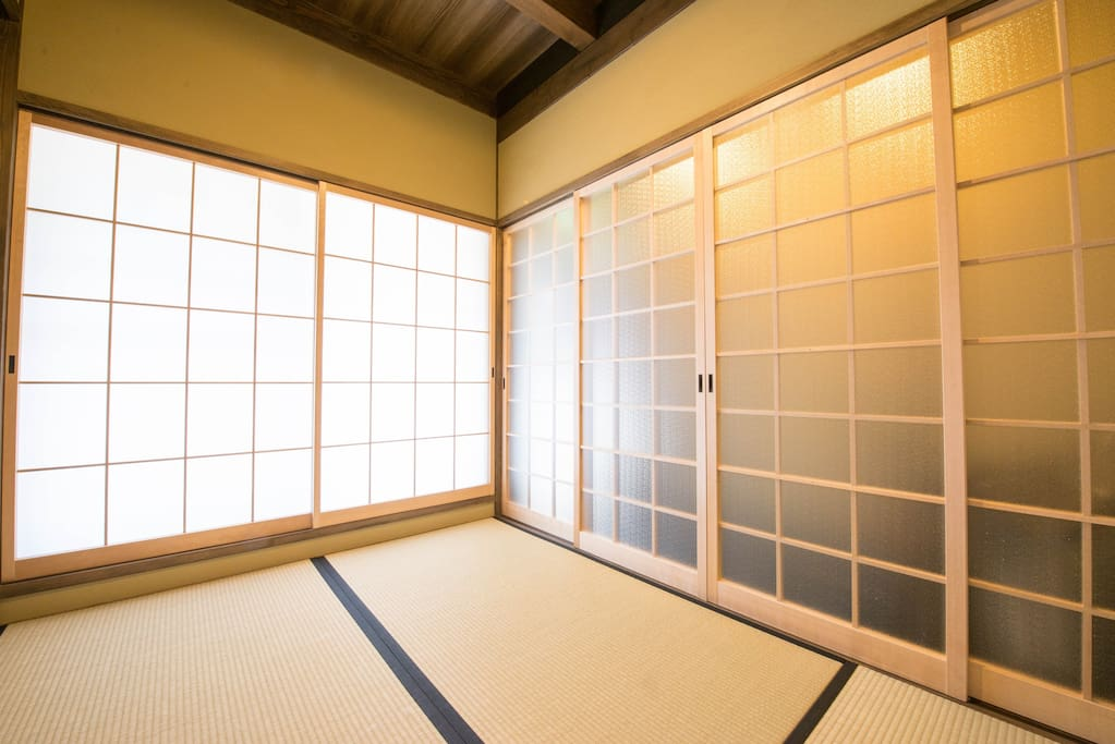 The entrance Tatami room.