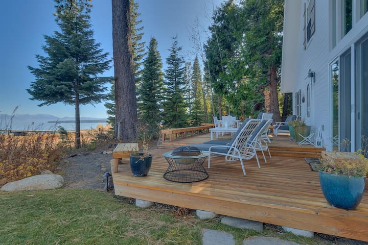 NEW - Belleview - Iconic 7 BR Lakefront with Hot tub and Pier