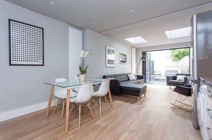 Cozy Home Room A
