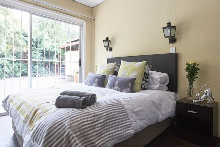 Comfy Cosy APT near Mall of Africa, Gallagher❤️