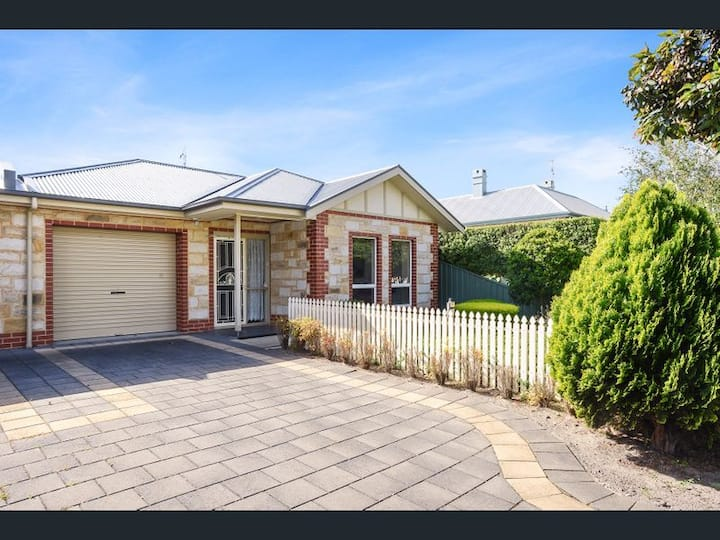 Perfect Location Central Modern Cottage -Free WiFi