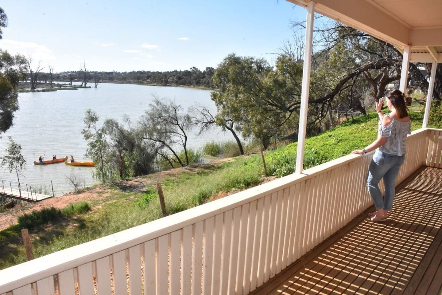 'REFLECTIONS COTTAGE'  Waterfront Accommodation!  Exclusive property with private jetty