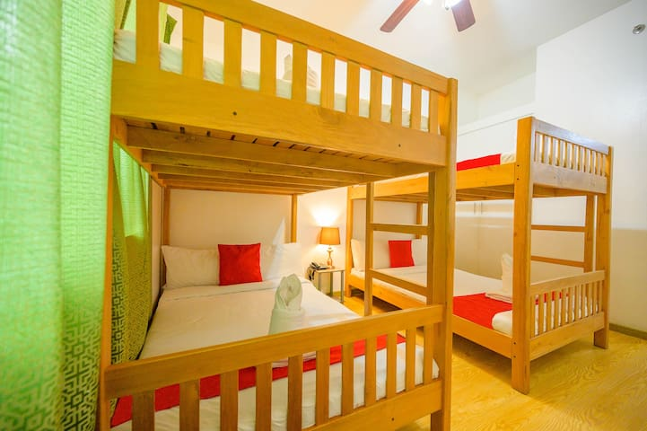 Family Studio Unit 400m to Burnham Park & SM