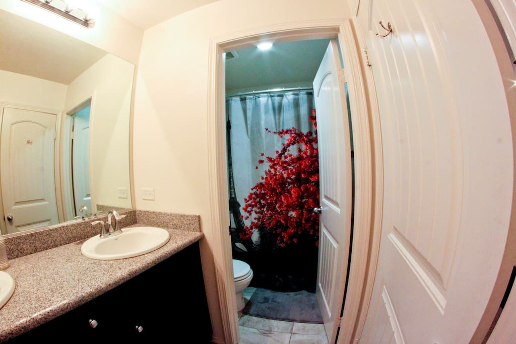 Clean Jack-and-Jill bathroom with extra toiletries and hair dryer upon request. Please message to confirm if the bathroom will be private or shared.