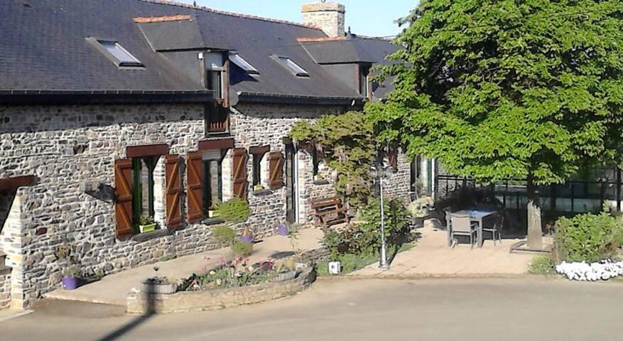 chambre dans une longère bretonne - La Bouëxière - Guesthouse