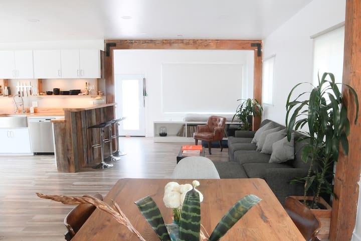 Modern Home & Yard w/ LA Views - ลอสแอนเจลิส - บ้าน