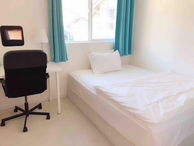 Beacon hill single bedroom304
