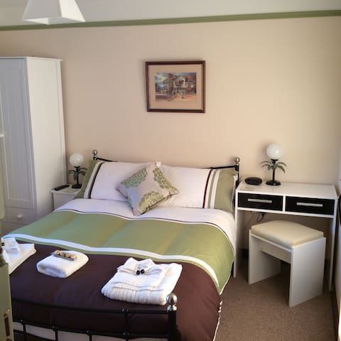 Ty Mawr at Bethania B&B Room two - Llanon - Bed & Breakfast