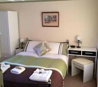 Ty Mawr at Bethania B&B Room two - Llanon