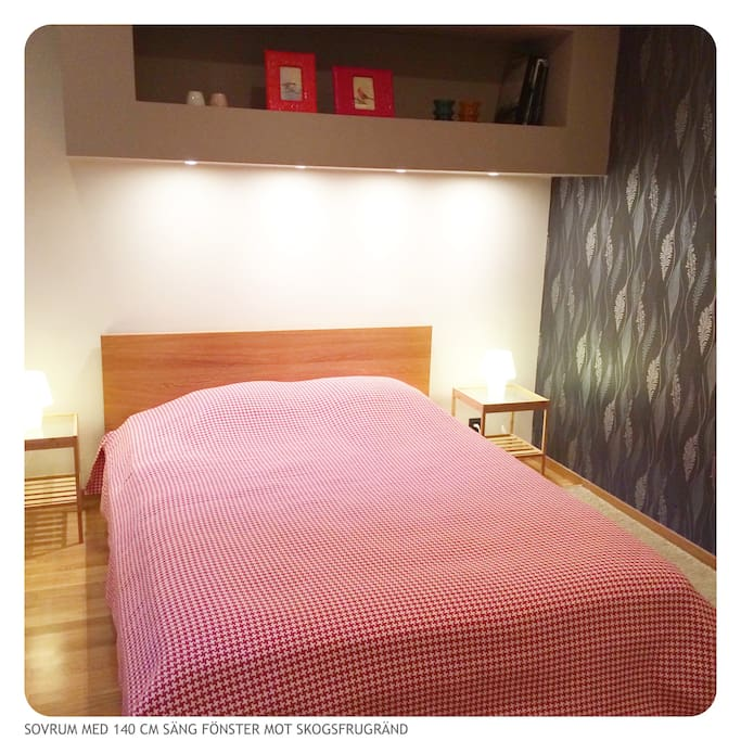 The bigger bedroom with a 140 cm wide bed