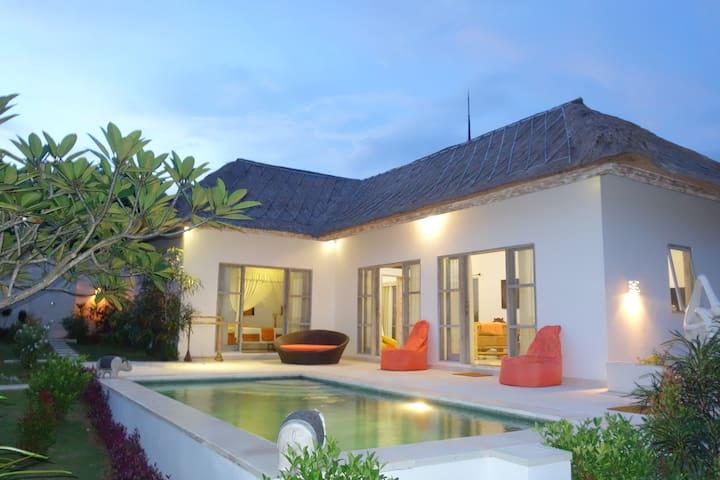 Villa in the peace with 2 rooms - Kuta Selatan - Casa