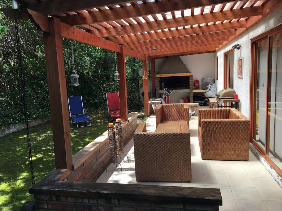 Patio, quincho, terraza / Backyard, barbecue, terrace