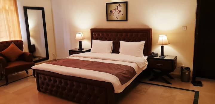 Reina Boutique hotel Complete 5 Bed House/Portion