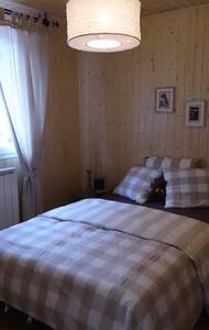 """Chambre double """"Love"""" / """"Bonheur"""" au Petit Mazot - Sion - Bed & Breakfast"""