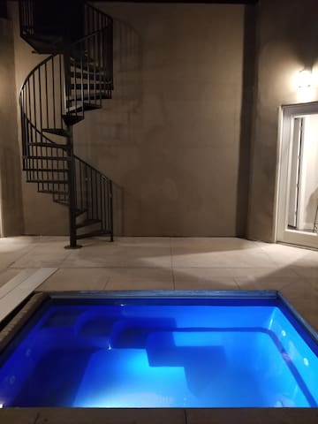 NEW Large home with a pool and roof top deck, Zion