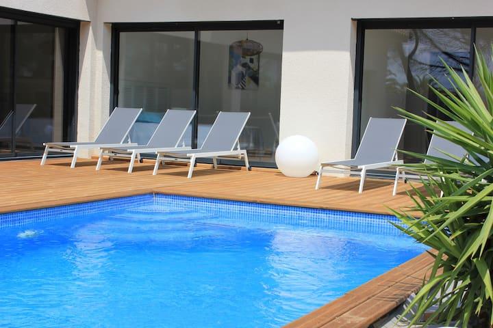 Villa moderne & piscine chauffée -Entre Port & Mer