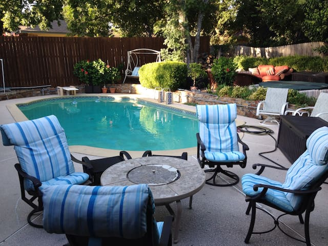 Upscale Home w/ Pool Paradise Hot Tub etc. PRIVATE - Duncanville