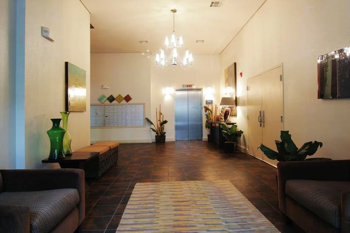 Condo Walkable; - 2BR, 2.5BA/Pool; 3 mile Downtown - 휴스턴(Houston) - 아파트