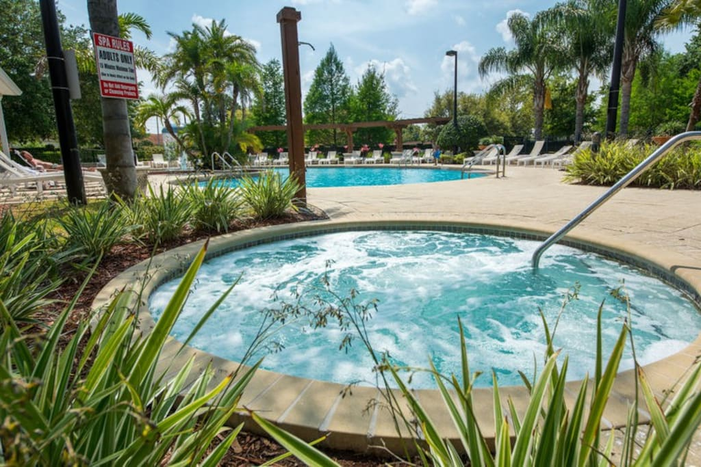 Here you can see the pool you can enjoy during your stay!