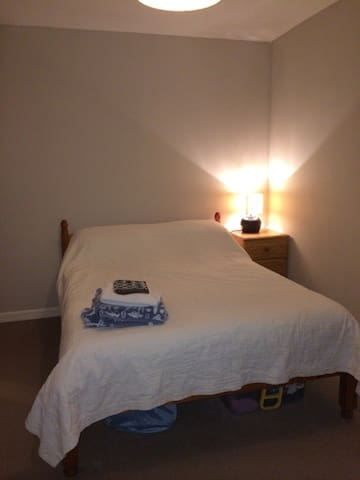Double room in the centre of Totnes, free parking - Totnes