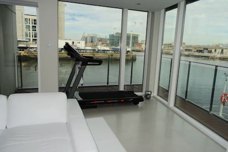 River Liffey View Room w/ Spa in Private Bathroom - Appartement