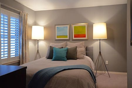 CENTRAL MODERN B&B -ENJOY YOUR STAY IN STYLE! - Houston - Adosado