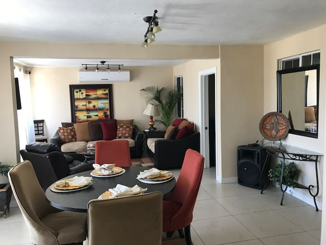 beautiful House in TJ, 5 minutes from the Airport