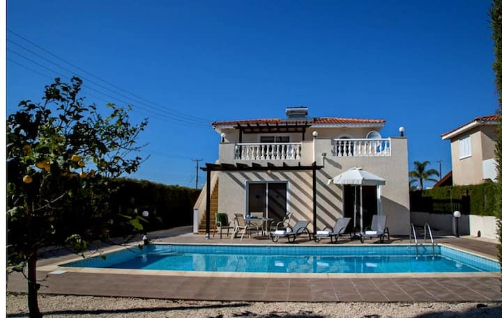 "3-bd villa ""Konstancia"" в 400м от пляжа Корал Бэй"