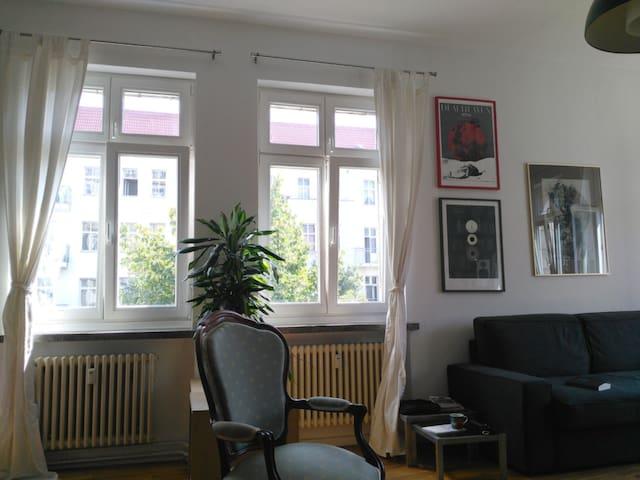 Luminous flat in central Berlin (Friedrichshain)