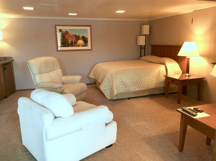 Queen bed with TV area