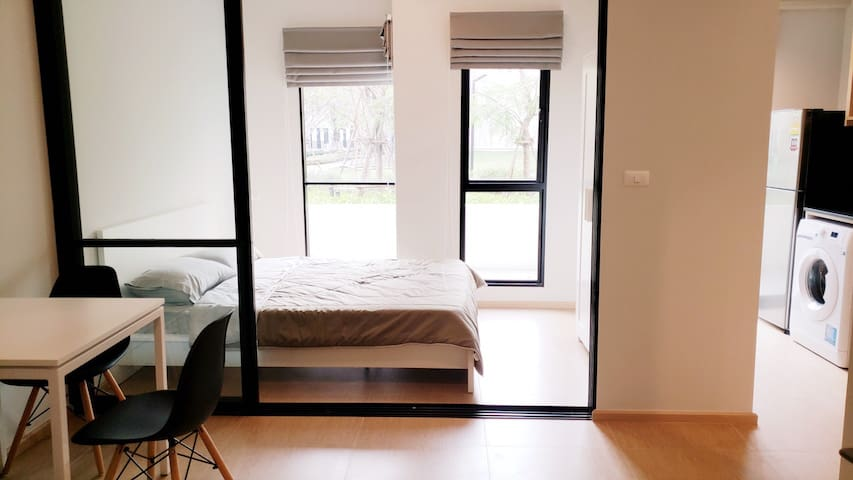 Hot Deal! Perfect 1-BR near Bearing BTS Station