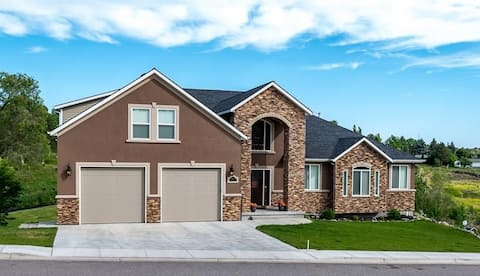 Luxury Basement Apartment Backing to Golf Course