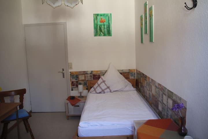 Gasthaus zum Schwanen, (Oberkirch-Nußbach), Einzelzimmer mit Dusche/Etagen-WC
