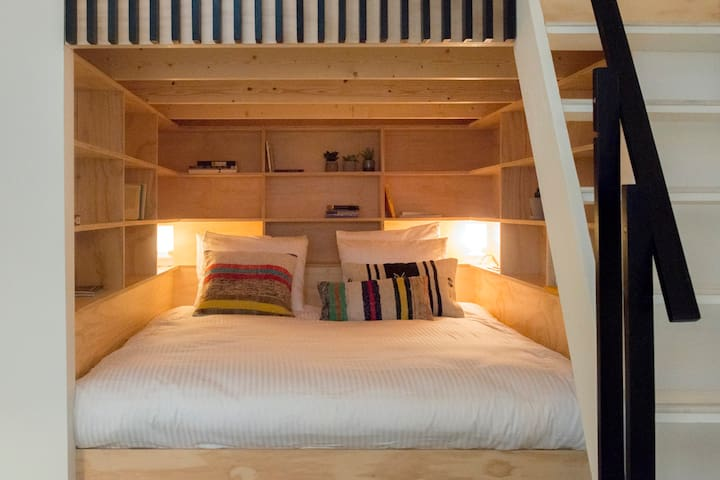 Downstairs: a very comfortable double bed (180x200 cm)