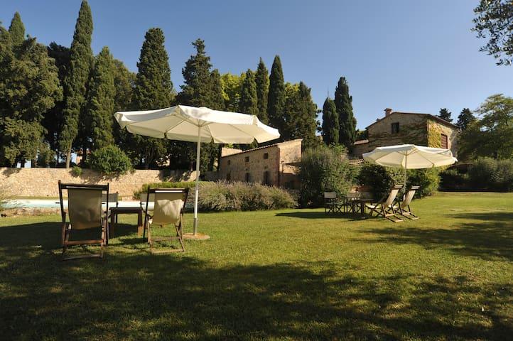 c/o la Fattoria Lornano villa ''Trebbiano''
