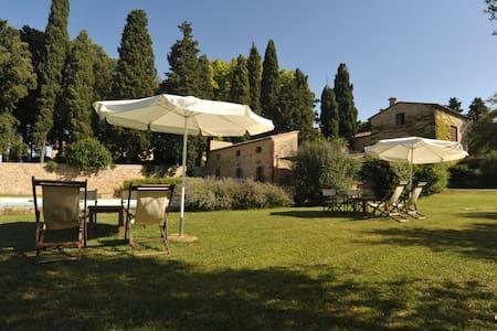 c/o la Fattoria Lornano villa ''Trebbiano'' - Monteriggioni
