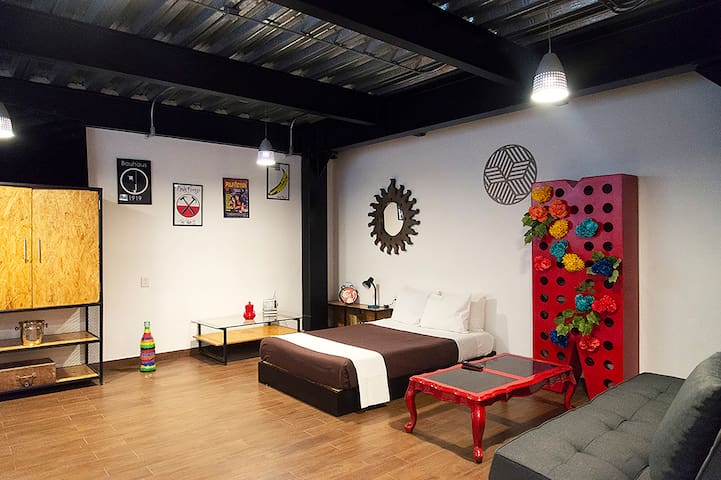 Family-friendly, modern loft in central location