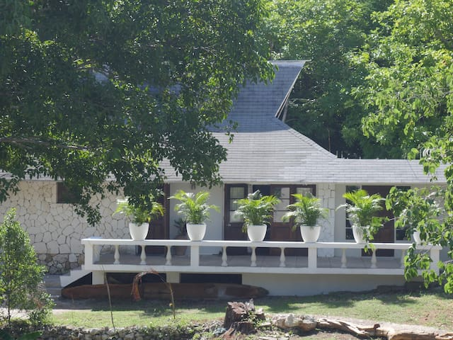 Private Cottage in Luxury Resort Area - Rose Hall