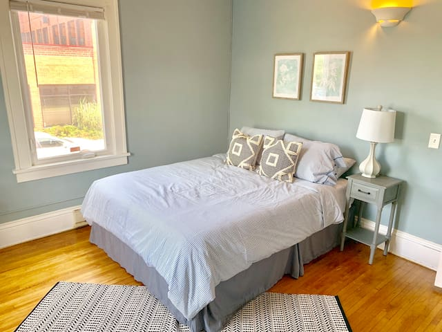 Private Powderhorn Room with Queen Bed [7f]
